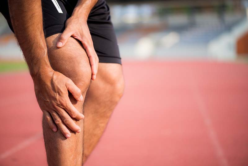 sportsman experiencing a knee injury or pain